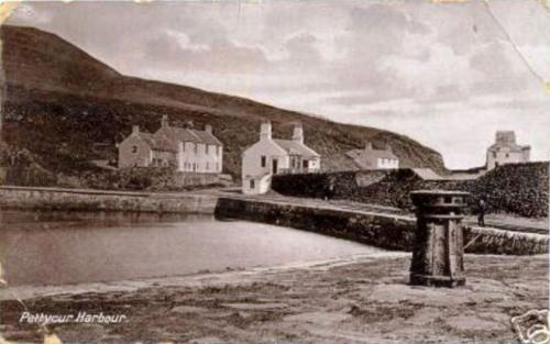 Kinghorn, Pettycur Harbour